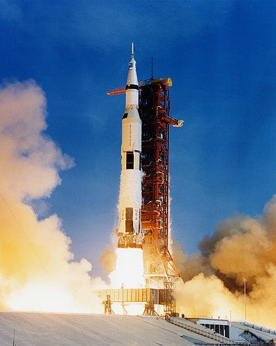 400px-Apollo_11_Saturn_V_lifting_off_on_July_16,_1969.jpg