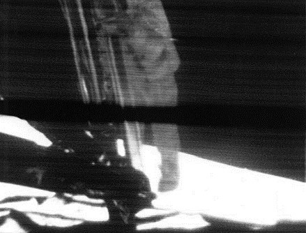 440px-Apollo_11_first_step.jpg